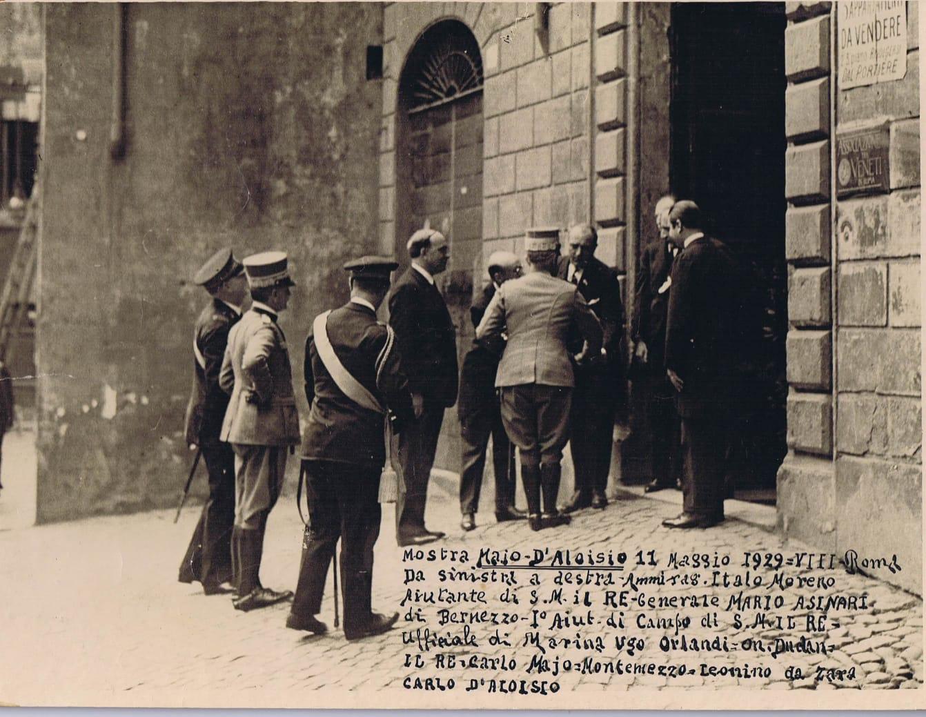 Roma, 11 Maggio 1929 – La Visita del Re Vittorio Emanuele III alla Mostra di Carlo D'Aloisio ed Elisabetta Mayo presso le Stanze del Libro nel Salone delle Tre Venezie